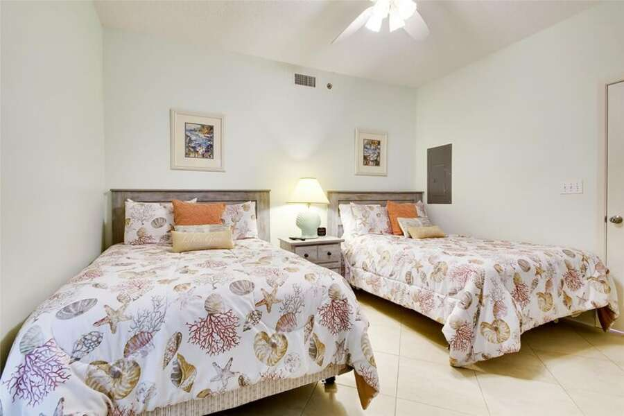 Guest Room with 2 Queen Size Beds and Private Bath