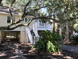 Welcome to 502 Tarpon Pond Cottage - 3 bedrooms, sleeps 8, great golf course view!