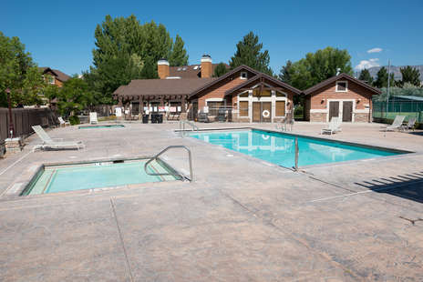 Summer pool, hot tub open year round