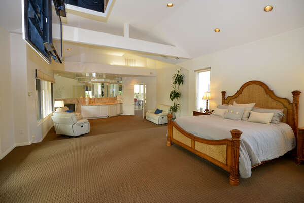 2k sq ft Master Suite