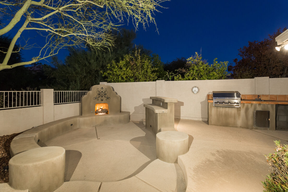 Outdoor Fireplace & BBQ