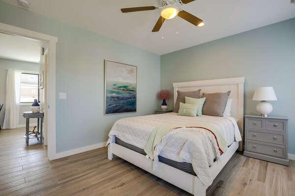 Image of Queen Bed in Bedroom.