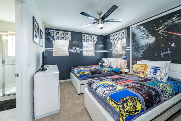 The fans of the family will adore this full/full bedroom