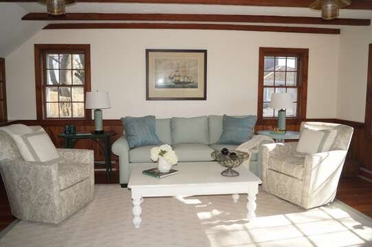 Family room offers comfortable seating - 117 Old Wharf Road Chatham Cape Cod - New England Vacation Rentals