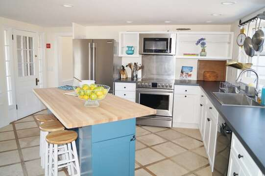Chef's kitchen. Fully equipped with dishwasher - 117 Old Wharf Road Chatham Cape Cod - New England Vacation Rentals