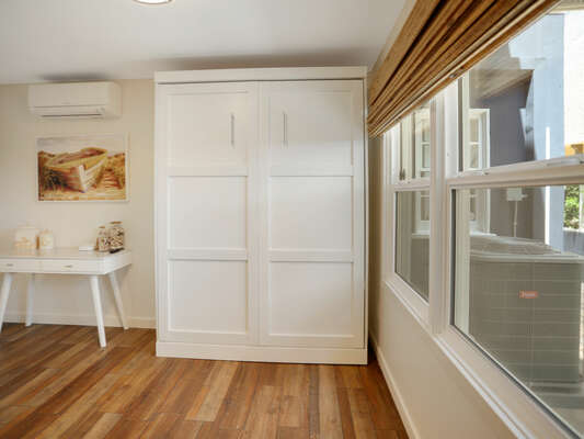 Queen Murphy Bed w/ WFH Desk & Access to South Side Patio - First Floor