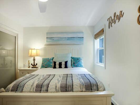 Guest Bedroom w/ Queen & En-Suite Bathroom - Second Floor