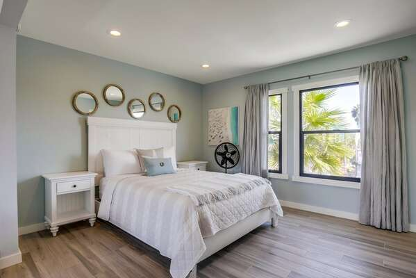 Image of Bedroom with Queen Bed.