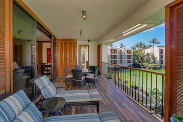 Spacious lanai perfect for lounging and outside dining