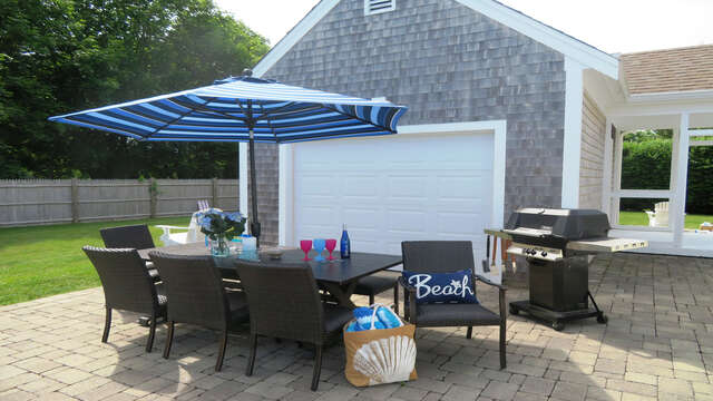 Fire up the grill with some burgers- or grab some fresh fish at the market just a block from the house!! Enjoy a round of horseshoes! - 66 The Cornfield Chatham Cape Cod - New England Vacation Rentals