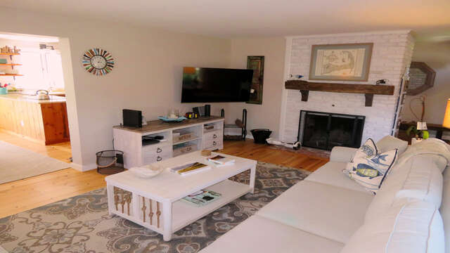 Living room with flat screen TV and WiFi - 66 The Cornfield Chatham Cape Cod - New England Vacation Rentals