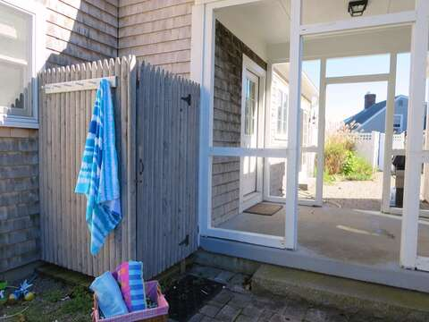 Outdoor shower, enclosed with hot and cold water - 66 The Cornfield Chatham Cape Cod - New England Vacation Rentals