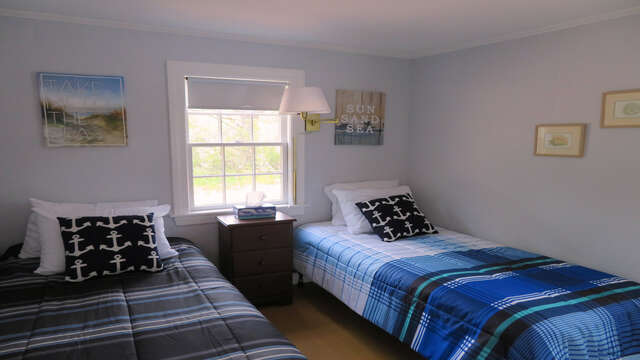 The bedroom offers 2 twin beds - 1047 Old Queen Anne Road Chatham Cape Cod - New England Vacation Rentals