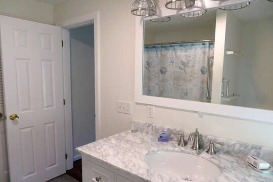 Full bath off 1st flor bedroom -1st floor bedroom with Queen bed. 55 High Point Drive North Chatham Cape Cod - New England Vacation Rentals