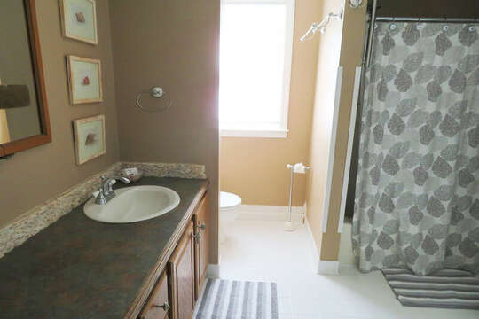2nd flr bathroom -access from hall and 2nd flr bedroom-55 High Point Drive North Chatham Cape Cod - New England Vacation Rentals