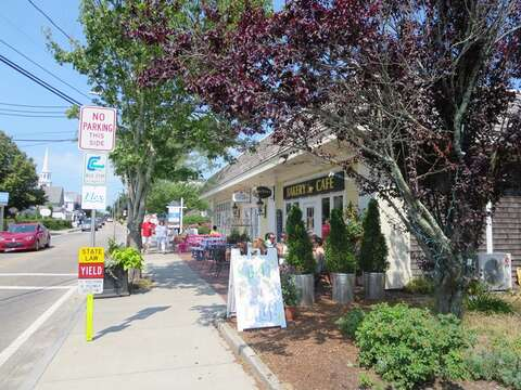 Stroll downtown Harwich port -great cafes art galleries and shops! Harwich Port Cape Cod - New England Vacation Rentals