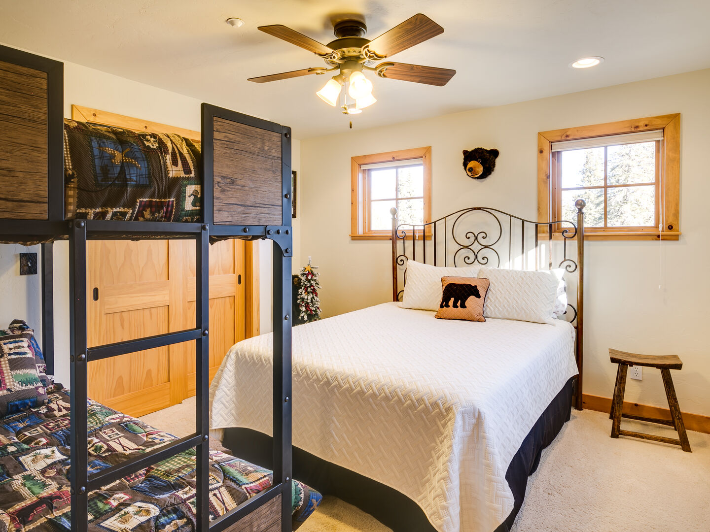2nd bedroom with bunkbeds