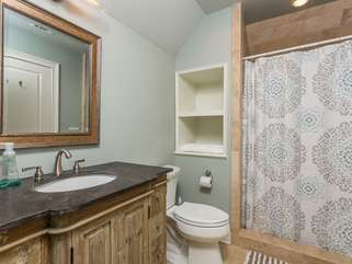 Upstairs 3rd bedroom - private bathroom with large shower