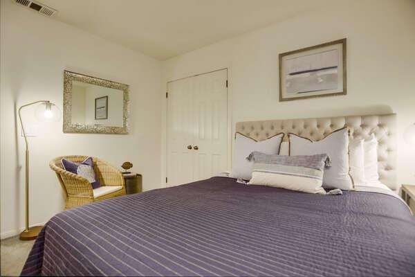 Guest Bedroom with Queen Bed - Ground Floor