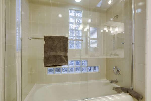 Ensuite Master Bath Tub/Shower