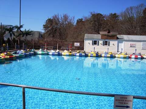 Bumper boats for the kids! - Harwich Cape Cod - New England Vacation Rentals