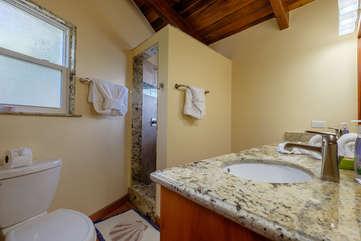 Casa De Bonita large master bath