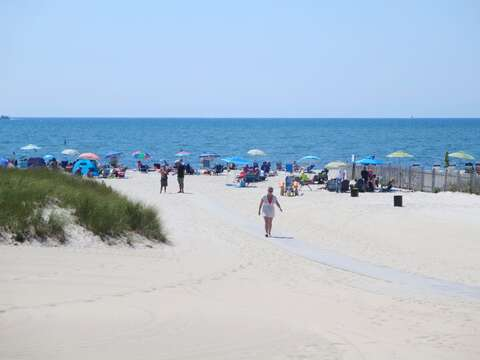 Bank Street Beach. A Nantucket Sound-side beach with warmer water and gentle waves -  Harwich Port Cape Cod - New England Vacation Rentals