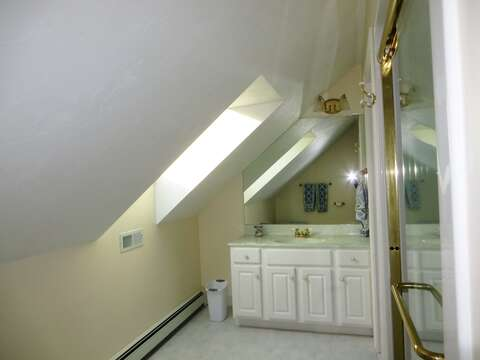 Private full Bath #2 with shower above the garage - 2 Mashpa Road Harwich Cape Cod - New England Vacation Rentals