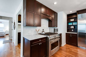 Gourmet Kitchen w/Upgraded Appliances