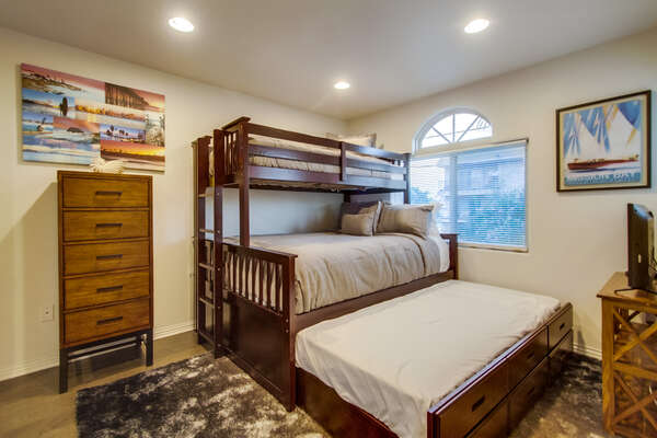 2nd bedroom with 1 Queen/Twin bunk bed with twin trundle