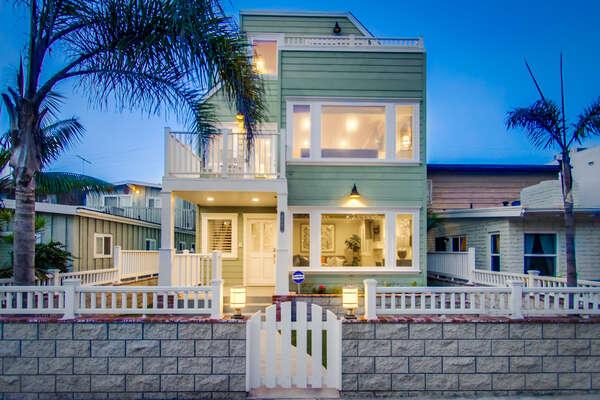 Capistrano818: 3 story single family home