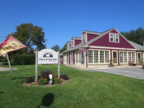 The Talkative Pig offers great casual food, pizza and a small bar! - Chatham Cape Cod - New England Vacation Rentals