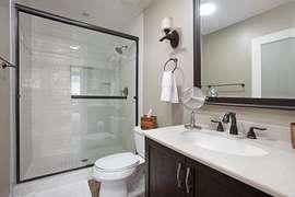 Master bedroom en suite bathroom.