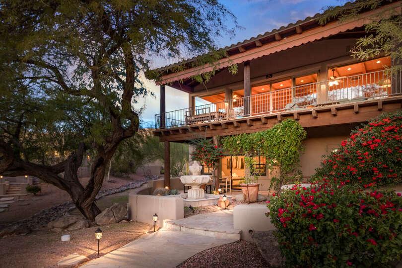 Enjoy the beautiful Arizona Nights and this wonderful Casita.