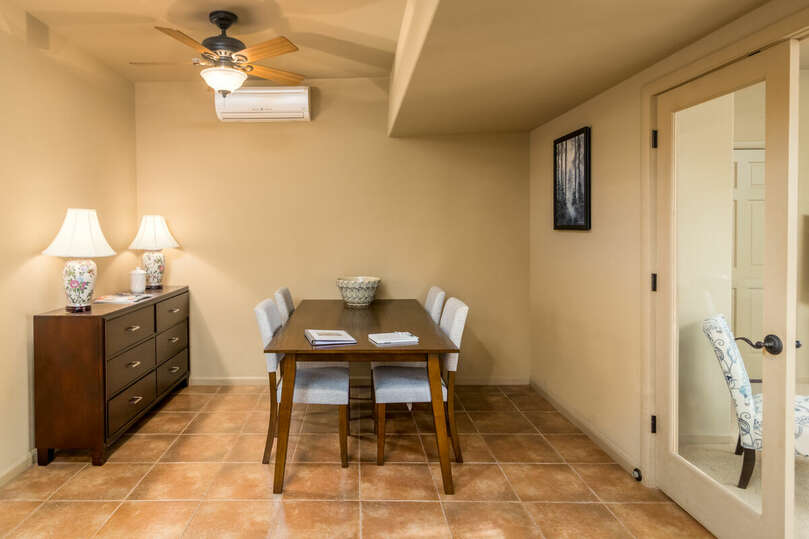Garden casita dining room with seating for four