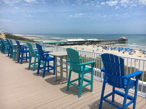 Rooftop deck that overlooks the Cocoa Beach Pier!
