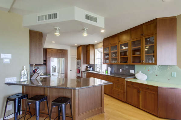 Large fully stocked kitchen with breakfast bar