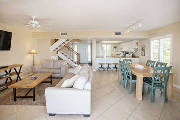 Looking into the townhouse from lanai, open concept living, dining and kitchen.