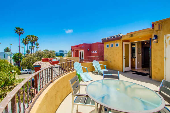 Outdoor sun deck and patio at this rental in san diego california