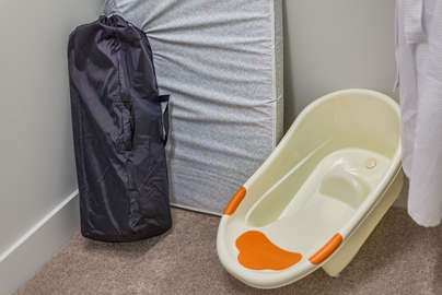 Kids pack and play with baby bathtub