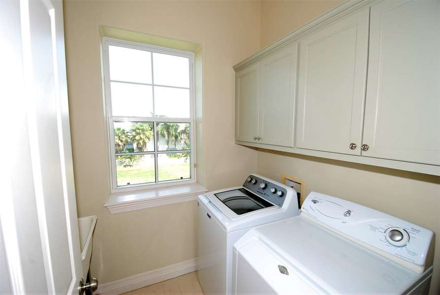 Laundry Room with 2 wash sinks