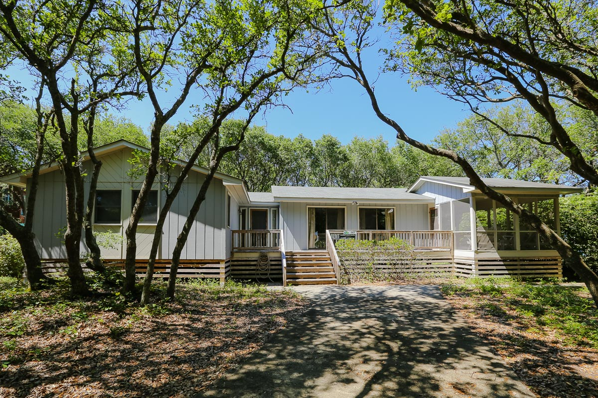 Outer Banks Vacation Rentals - 0069 - A LIVE OAK HAVEN