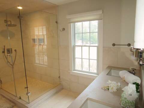 Oversized shower -161 Bay Lane Centerville Cape Cod - New England Vacation Rentals