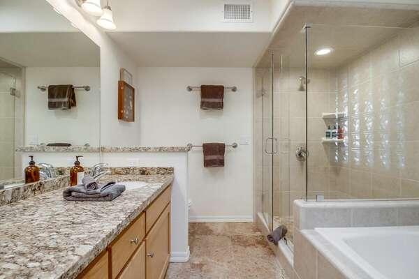 Master En-Suite Bathroom w/ Tub & Shower - 3rd Floor