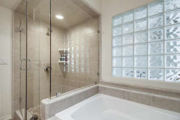 Master En-Suite Bathroom w/ Bathtub and Shower - 3rd Floor