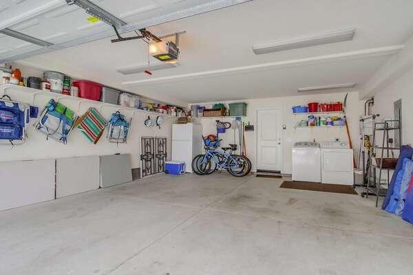 Spacious Garage w/ Washer/Dryer & Beach Items