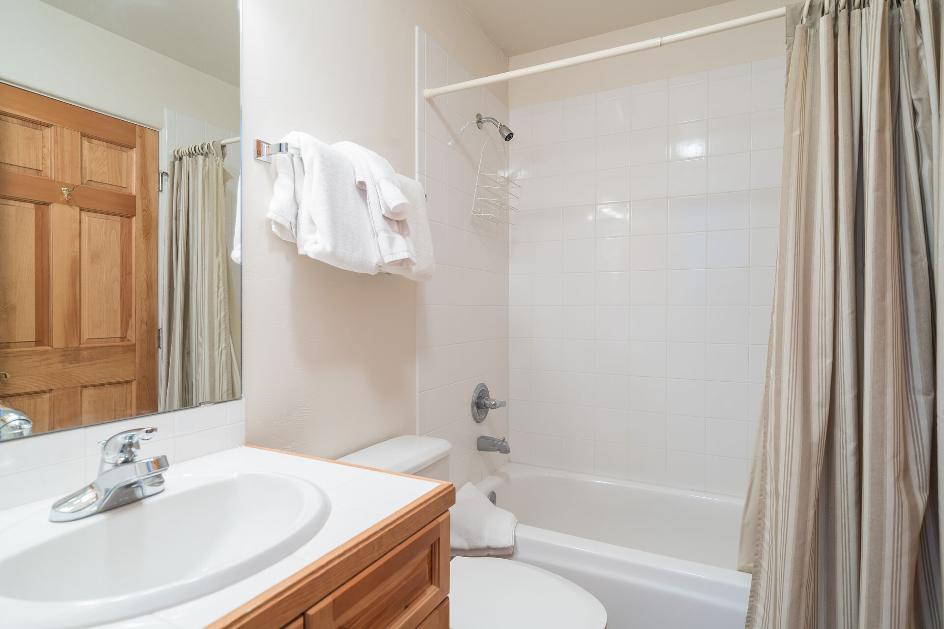 Bathroom with Vanity and Shower/Tub Combo