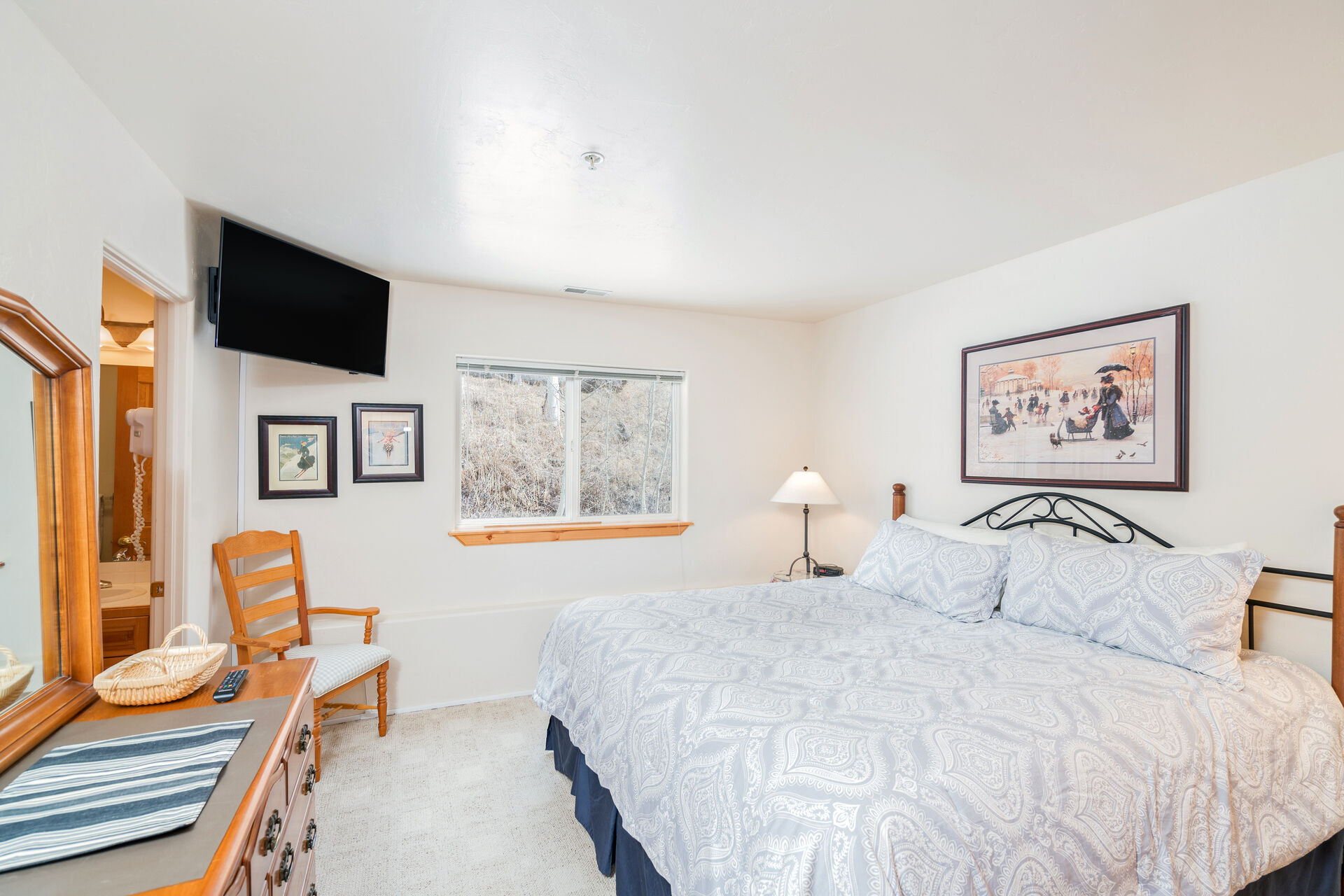 Bedroom with Flat-Screen TV and and Comfortable Bed at Lodging near Telluride CO