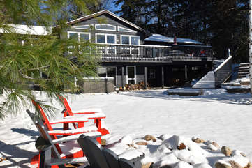Beachscapes Cottage, winter view, Otter Lake