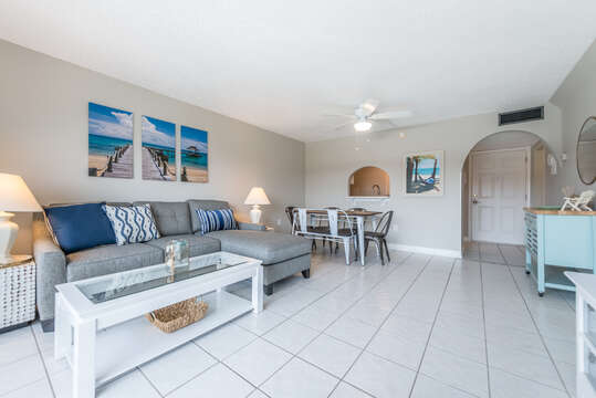 Relaxing, comfortable and open beach condo